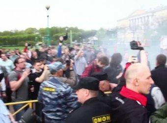 Первый официальный гей-парад в Питере закончился потасовкой