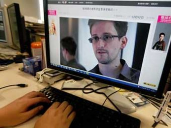 Экс-сотрудник ЦРУ Сноуден попросил в Москве политического убежища у Эквадора