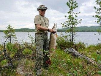 """Блогеры: фото Путина с щукой являются """"консервированными"""""""