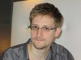 Адвокат: Сноуден намерен остаться в России и найти здесь работу