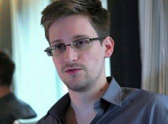 Бывший агент ЦРУ Сноуден поросил политического убежища в России