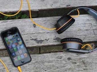Шотландец изобрел наушники, которые могут зарядить телефон