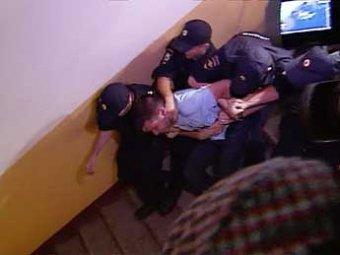 """Суд арестовал на 10 суток двух активистов из """"квартиры Навального"""""""