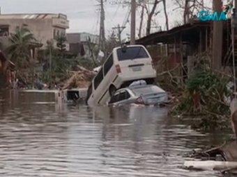 """Число жертв супертайфуна """"Хайян"""" превысило 120 человек. Красный Крест сообщает о 1200 погибших"""