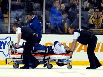 Звёздный игрок НХЛ сломал ногу о стойку своих ворот