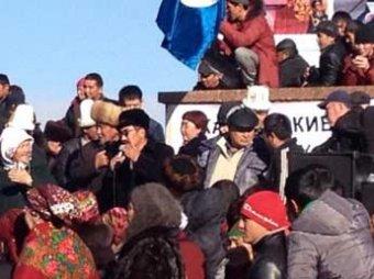 В киргизском городе Оше оппозиция пыталась взять штурмом здание администрации