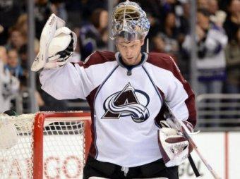 Семен Варламов пропустил восемь шайб в матче НХЛ