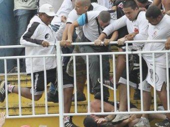 Фанаты устроили побоище на стадионе в Бразилии: погибли два человека