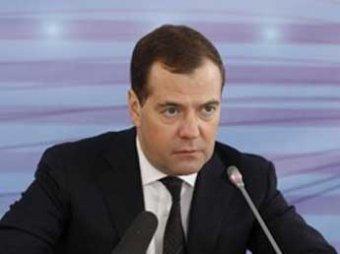 Медведев призвал Януковича не позволять вытирать об себя ноги