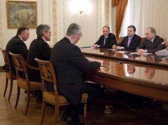 Меркель раскритиковала гендиректора Siemens за встречу с Путиным