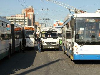 Две маршрутки и автобус столкнулись в Петербурге: пострадали 10 человек