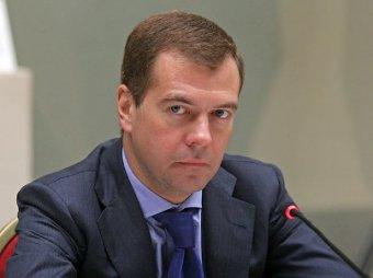 Медведев предложил сократить чиновников, а мигрантам хорошо говорить по-русски