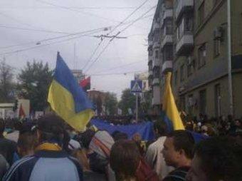 В Харькове футбольные фанаты напали на сторонников федерализации: 14 пострадавших (ВИДЕО)