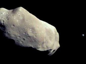 Ученые: к Земле летит опасный астероид с черной пирамидой