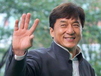 Джеки Чан извинился за своего сына, задержанного за наркотики