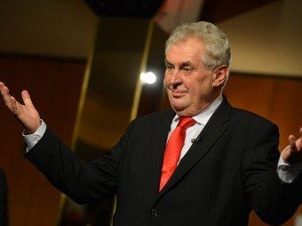 Президенту Чехии прислали конверт с белым порошком