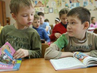 В Чувашии учительница заклеивала первоклашкам рты и рисовала двойки на лбу
