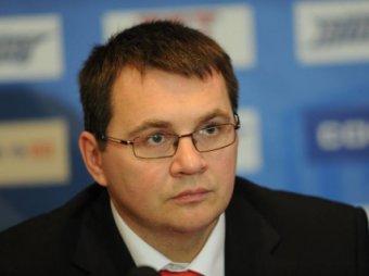"""Тренер """"Барыса"""" показал неприличный жест Фетисову"""