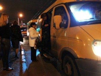 В Алтайском крае водитель маршрутки протащил по асфальту зажатого в дверях ребенка 50 метров
