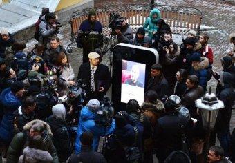 Памятник Джобсу в Петербурге снесли из-за ориентации главы Apple (видео)