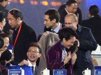 СМИ обсуждают поведение Владимира Путина в отношении первой леди Китая