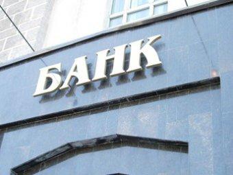 Банки в России массово приостанавливают обмен валюты