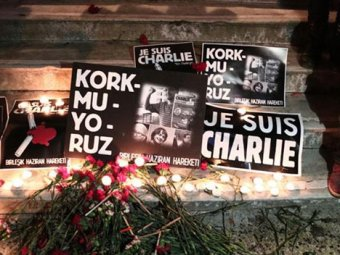 Первый после теракта выпуск Charlie Hebdo поступил в продажу