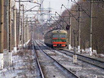 Под колёсами поезда в Подмосковье погибли женщина и ребёнок