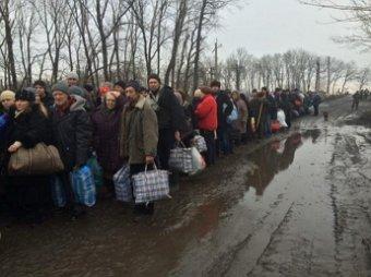 Новости Новороссии сегодня 4 февраля 2015: эвакуация мирных жителей Углегорска походит под обстрелами со стороны силовиков (видео)