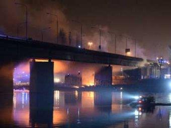 В центре Варшавы загорелся один из главных мостов Польши