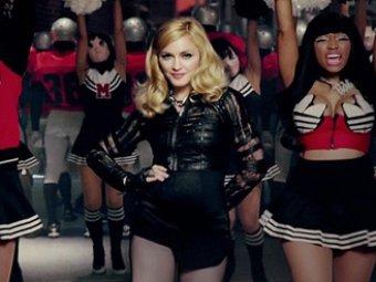 Мадонна упала с лестницы во время выступления на церемонии Brit Awards (ВИДЕО)