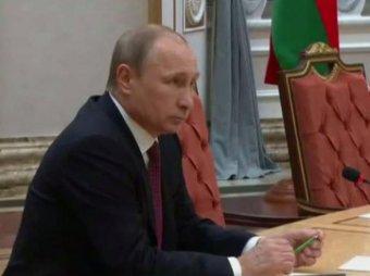 """Украинские СМИ придумали """"новость"""" о том, что Путин сломал карандаш в Минске (фото, видео)"""