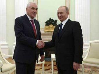 Путин подписал договор о союзничестве и интеграции с президентом Южной Осетии