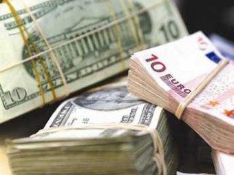 После решения ЦФБ о валютных аукционах доллар и евро резко подорожали