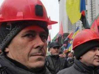 Более тысячи шахтеров в Киеве перекрыли Крещатик в рамках акции протеста