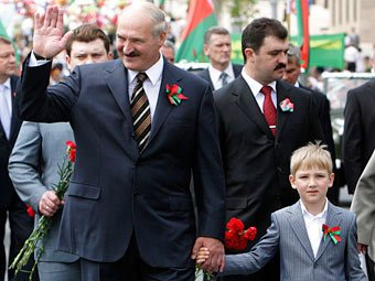 11-летний сын Лукашенко пришел на парад в Минске в форме главнокомандующего