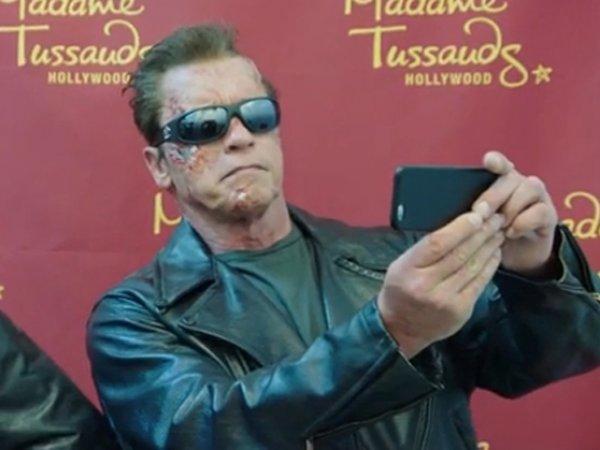 Арнольд Шварценеггер в гриме Терминатора разыграл туристов в Голливуде
