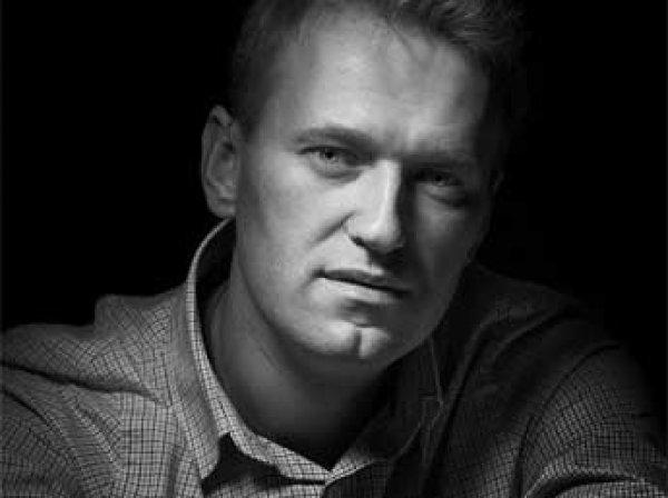 Навальному запретили выезд из России, он подает в суд на ФМС