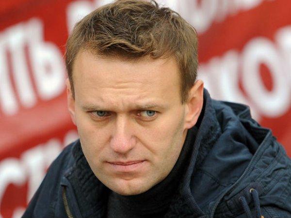 В Новосибирске Алексея Навального закидали яйцами