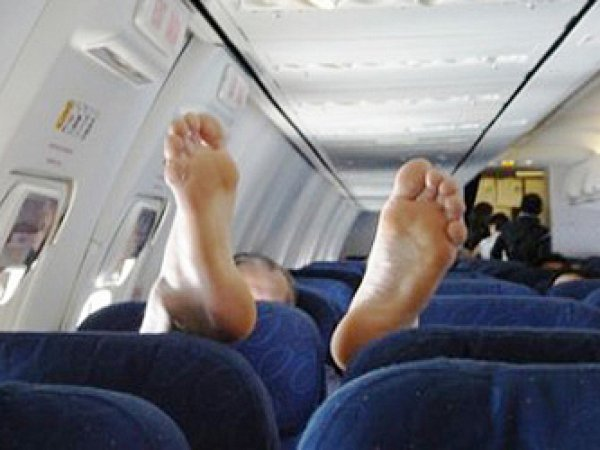Пассажиры рейса Гонконг - Владивосток связали дебошира по рукам и ногам