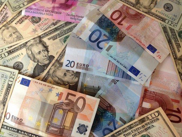 Курс доллара и евро на сегодня, 17 августа 2015: эксперты назвали стоимость доллара и евро на конец месяца