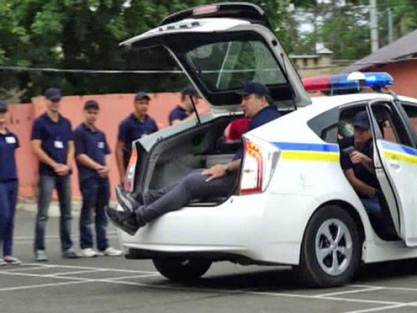 Видео с Саакашвили в багажнике патрульной машины стало хитом в Сети