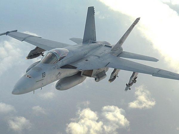 В США разбился истребитель ВМС F-18