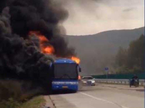 На границе Китая и России сгорел автобус с российскими туристами