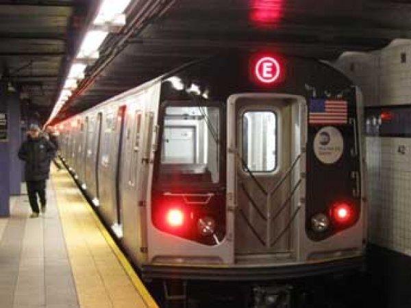 В метро Нью-Йорка с рельсов сошел поезд со 150 пассажирами