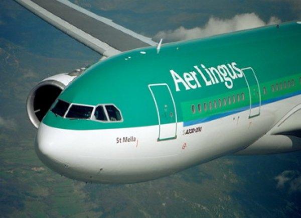 Пассажир летевшего в Дублин самолёта в панике укусил соседа и умер