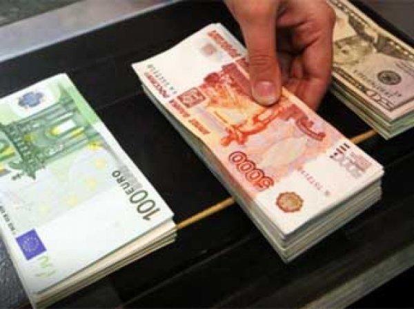 Курсы евро и доллара 7 октября 2015: евро впервые с лета упал ниже 70 рублей