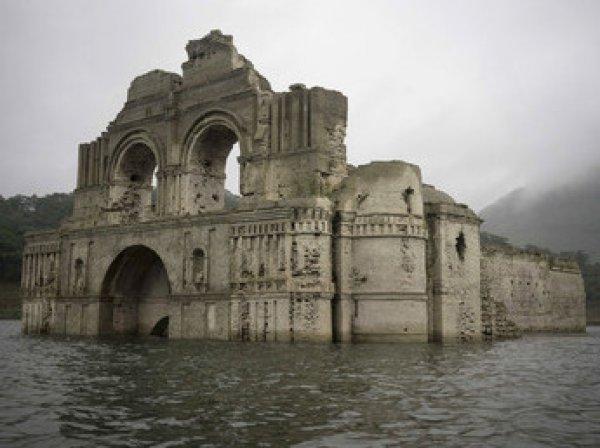 В Мексике всплыла затопленная церковь XVI века