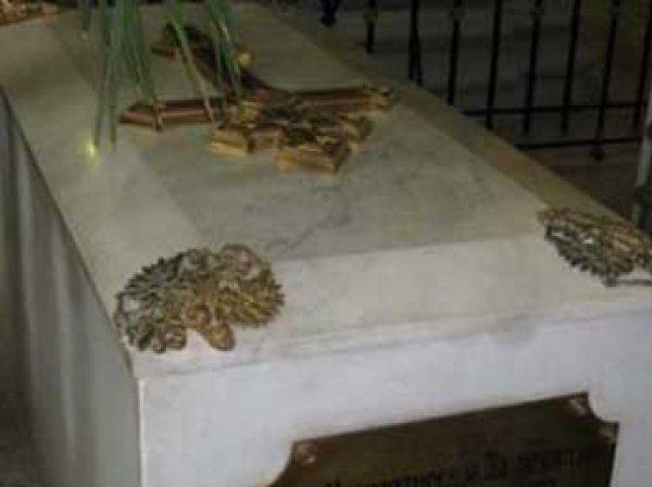 В Санкт-Петербурге эксперты вскрыли гробницу Александра III