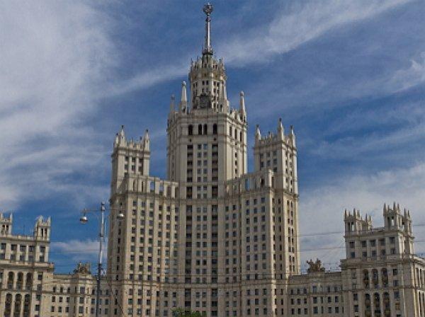 В Москве на высотке на Котельнической набережной вывесили украинские флаги
